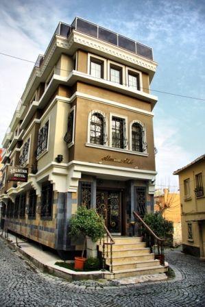 A hotel Isztambul óvárosában található, rövid sétára a Kék mecsettől és a Hagia Sophia templomtól. Az új Hagia Sophia repülőtértől kb. 46 km-re fekszik. Tömegközlekedési megállók néhány perc gyalogtávolságra vannak a hoteltől.