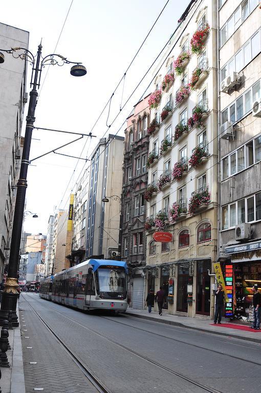 A hotel Isztambul szívében, Fatih városrészben található. A szálloda csupán 250 méterre van a villamos megállótól. A történelmi Sultanahmet és Hagia Sophia mindössze 8 perc séta a hoteltől. Azúj Hagia Sophia kb.46 km távolságra van.