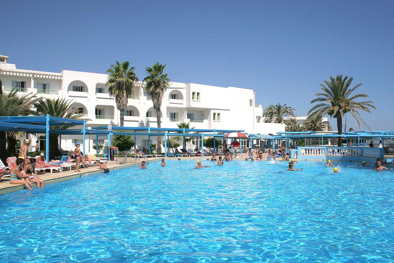 https://rw-taurusreisen.bluevendo.com/images/bv/hotel/5109/e0e7f1a053c50816a3583aad9fb95f85_EM_Port_EL_Kantaoui_Pool__1_.jpg