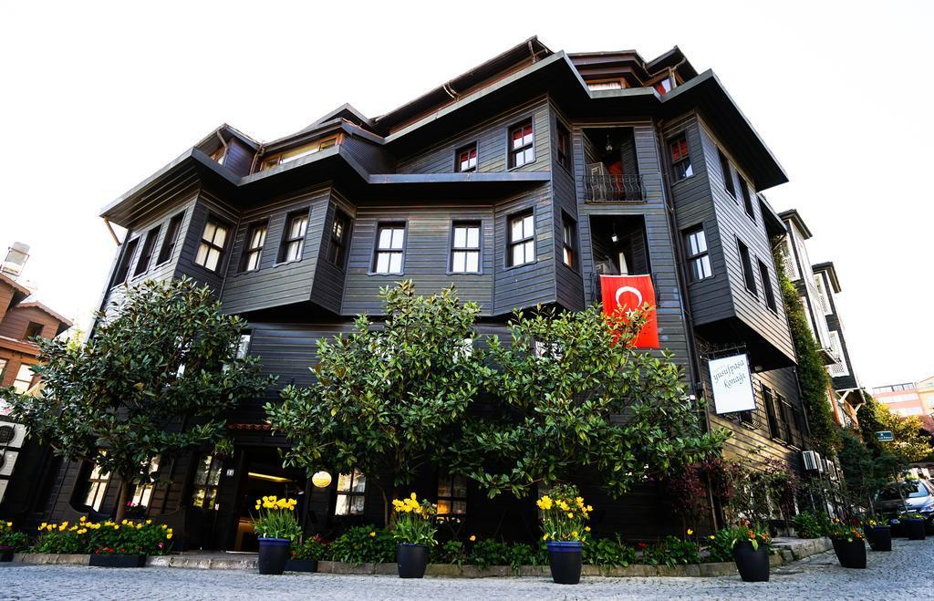 A szálloda az új Hagia Sophia repülőtértől kb. 46 km-re, a tengerparttól mindössze 150 méterre fekszik. A Topkapi Palota és Múzeum, a Hagia Sophia, a Basilica Cistern és a Hippodrom öt perces sétával elérhetőek.