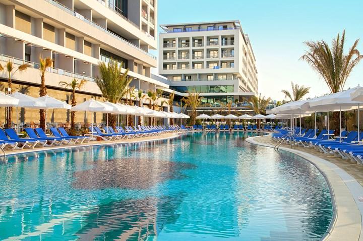 (Ex Sentido) Numa Bay Hotel