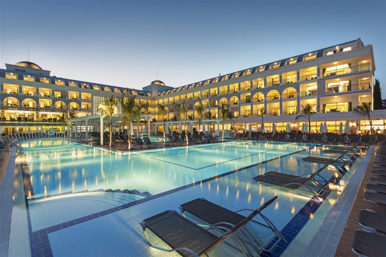 Karmir Resort & Spa Hotel