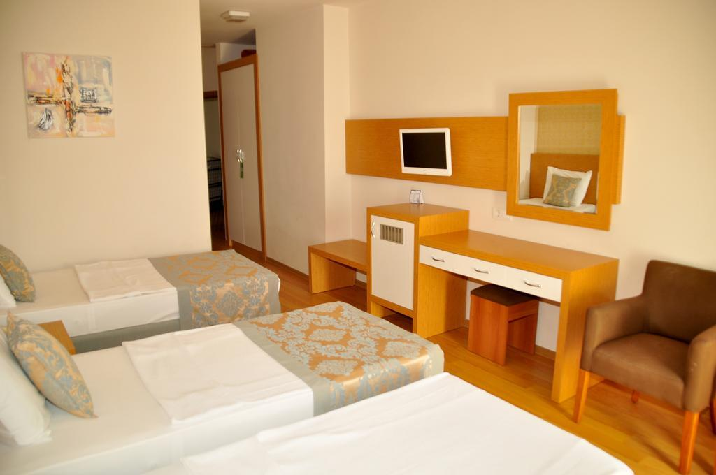 Blue Fish Hotel****